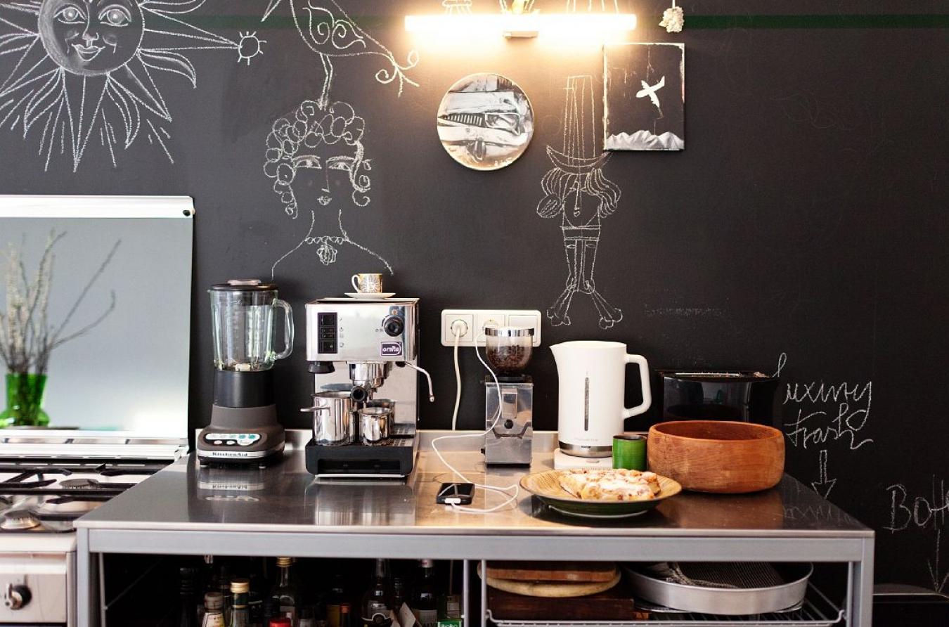 Меловая стена на кухне
