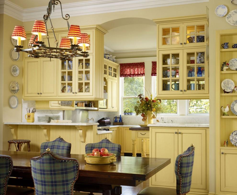 Бежевые стены на кухне в стиле кантри