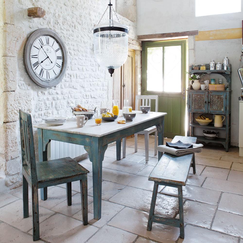 Винтажная мебель на кухне в стиле кантри
