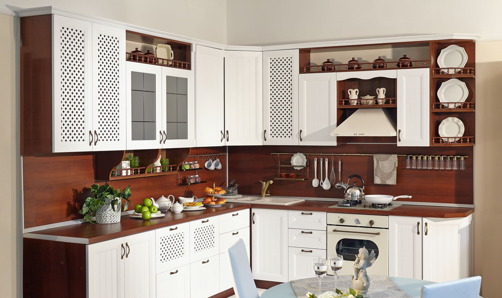 Белый фасад кухонного гарнитура в стиле кантри
