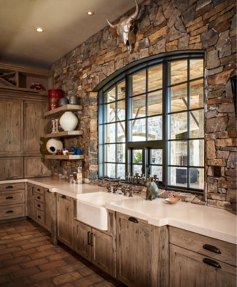 Отделка стен камнем на кухне в стиле кантри