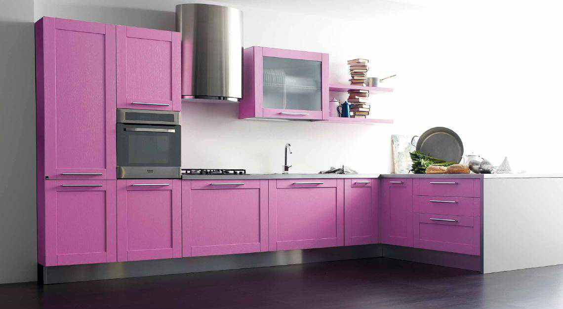Розово-серый гарнитур на кухне