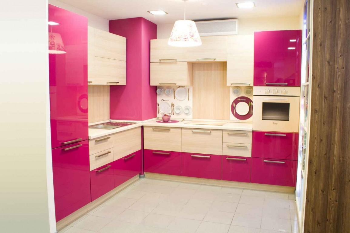 Бежево-розовый кухонный гарнитур