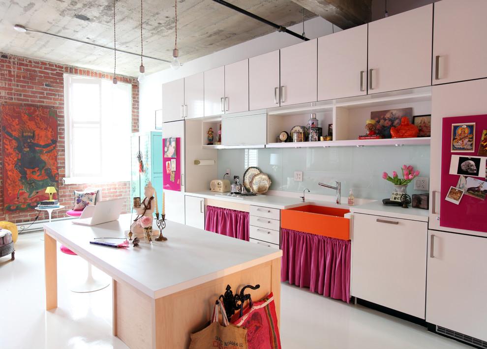 Розовые акценты в современном интерьере кухни