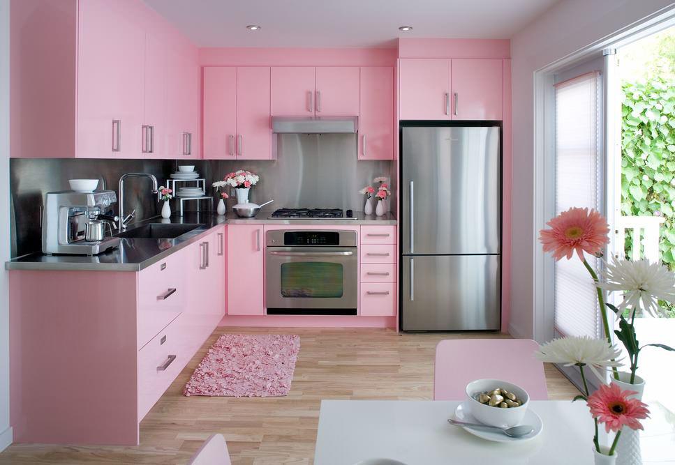 Розово-серый кухонный гарнитур