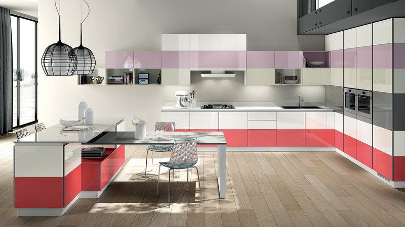 Розовый акцент в кухонном гарнитуре