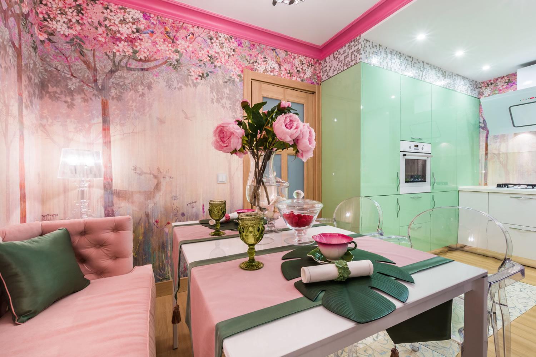 Красивая розово-зеленая кухня