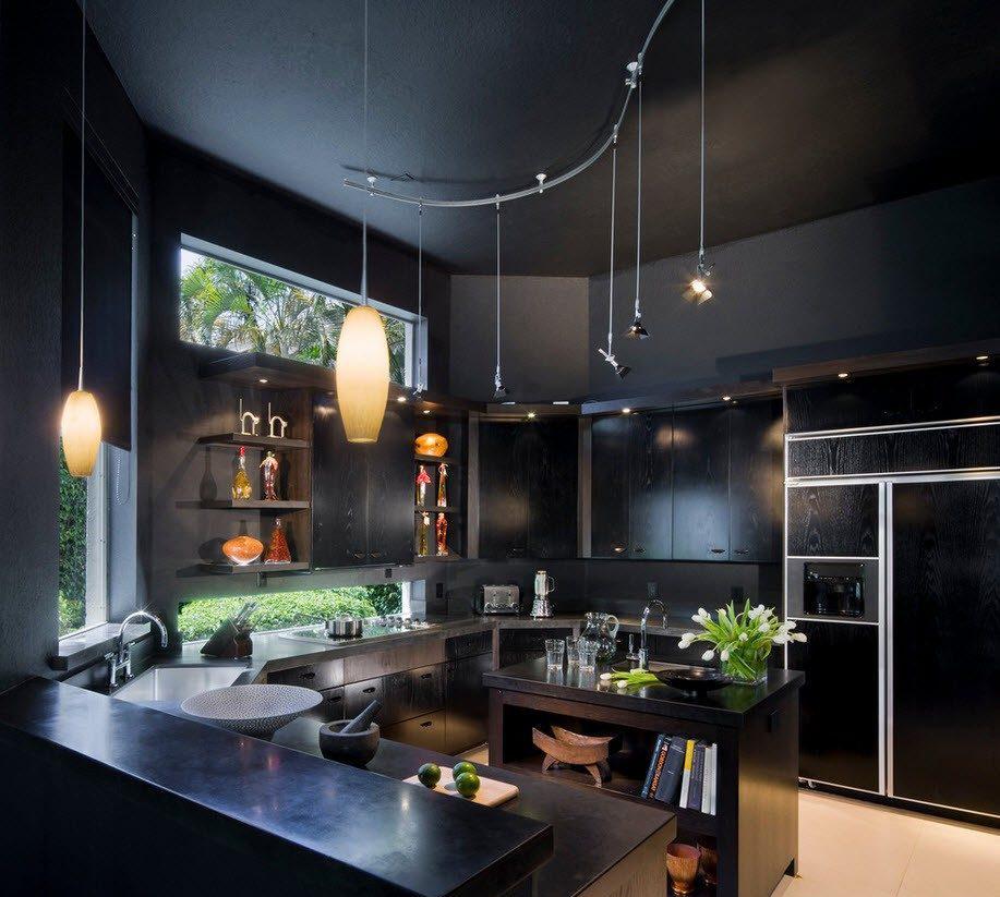 Черные стены, потолок и мебель на кухне
