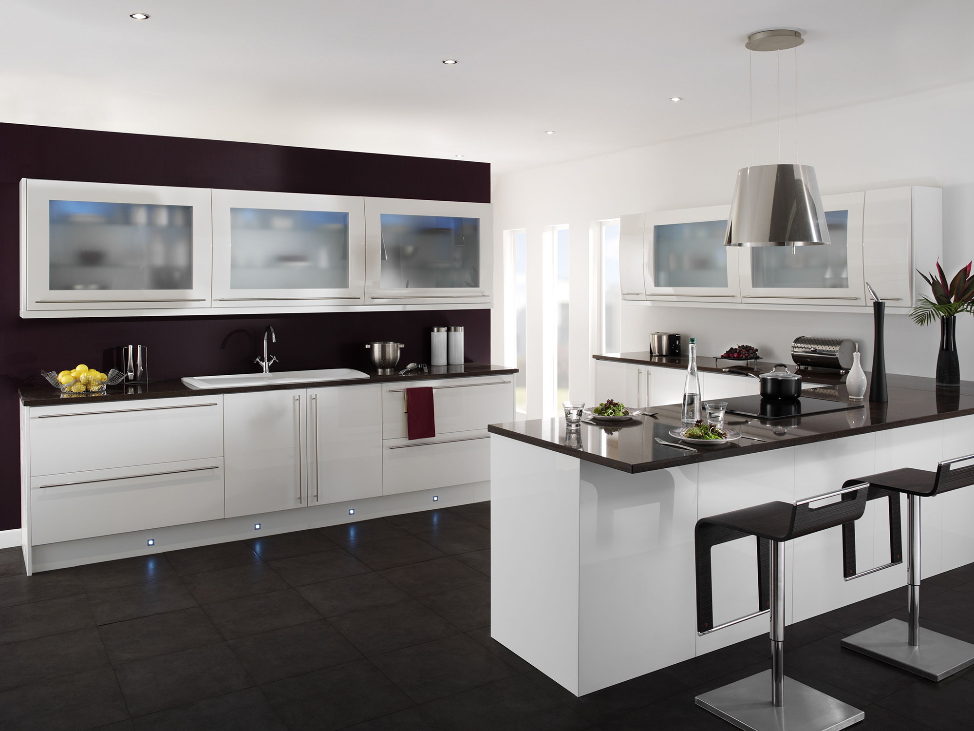 Стильная черно-белая кухня с полуостровом