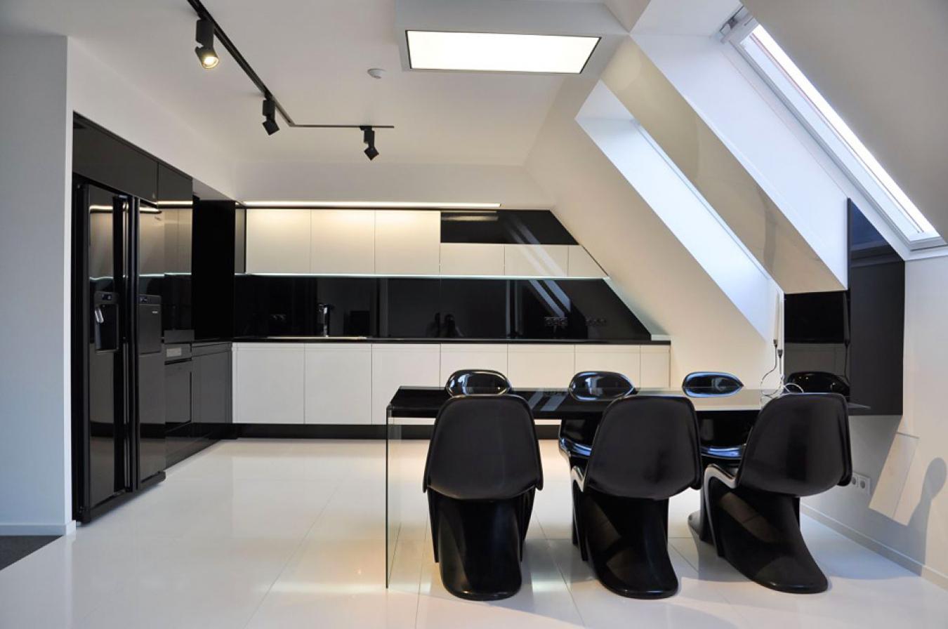 Черно-белая кухня в стиле ретро