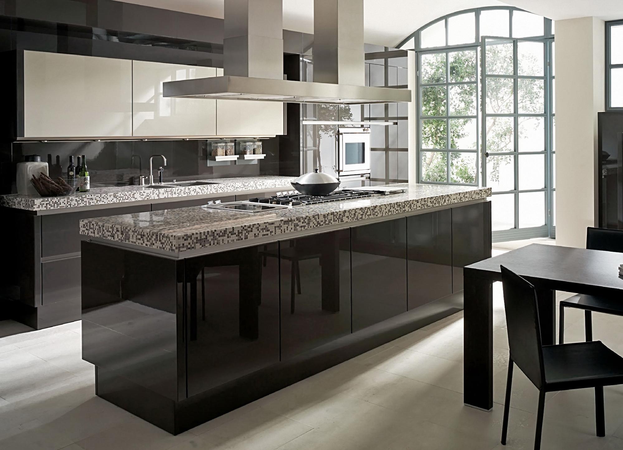 Доминирование черного цвета на кухне