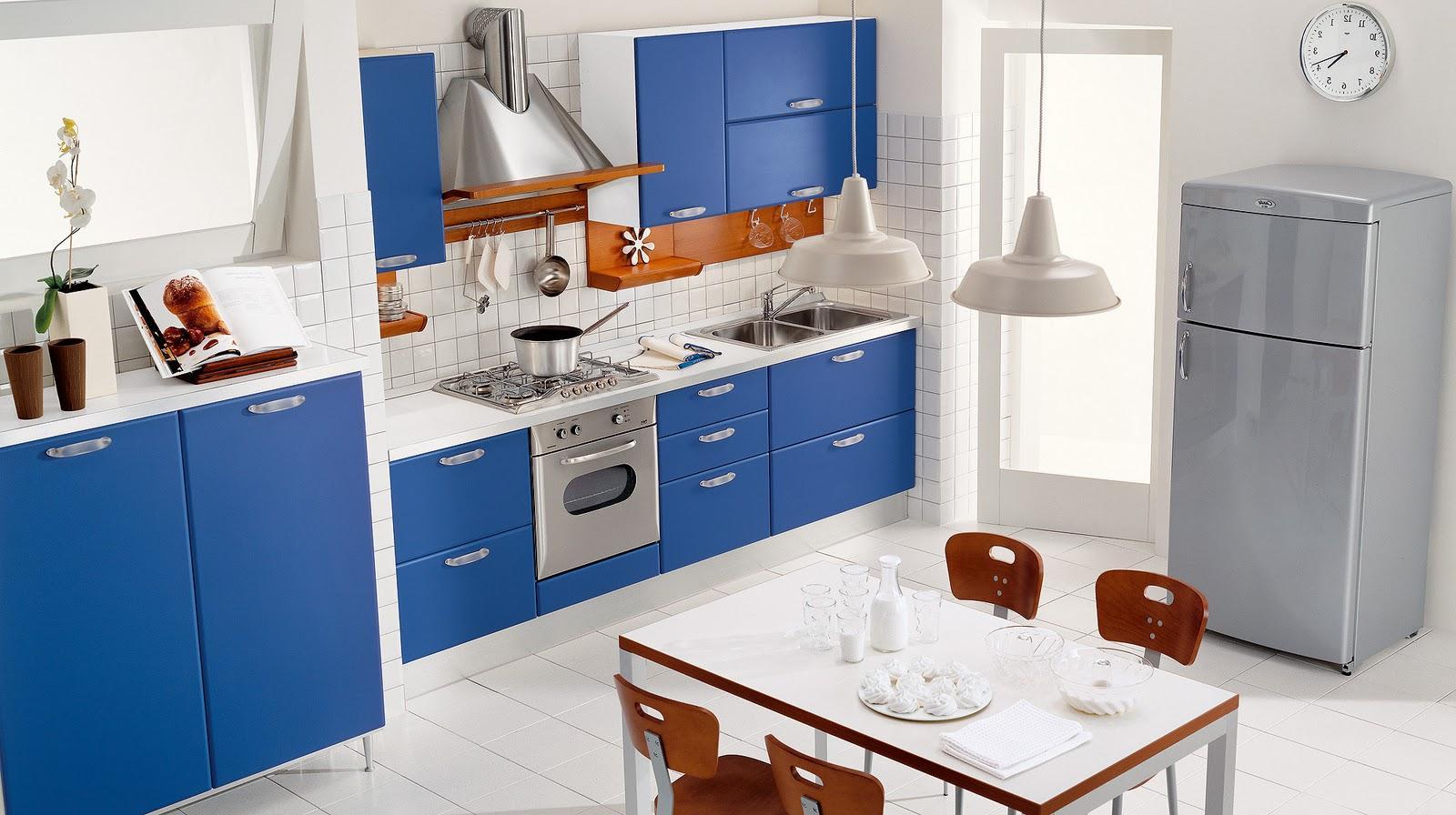 Голубой, серый и белый цвета в интерьере кухни