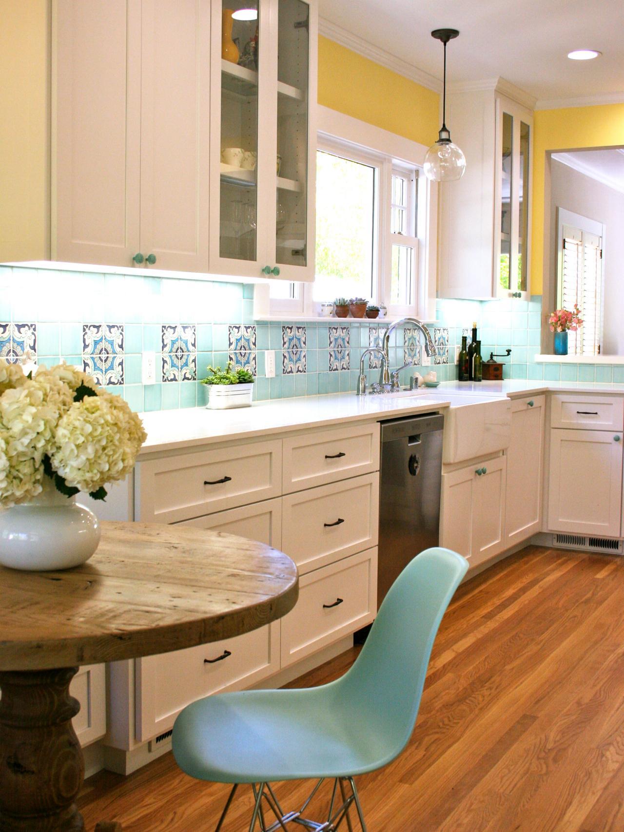 Желто-голубые стены в кухне