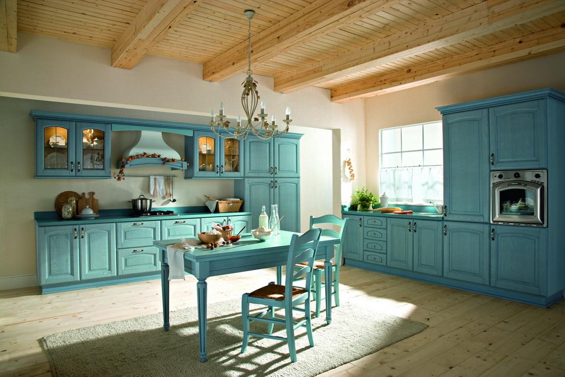 Бежево-голубая большая кухня