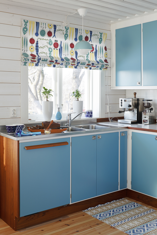 Уютная кухня с голубыми акцентами