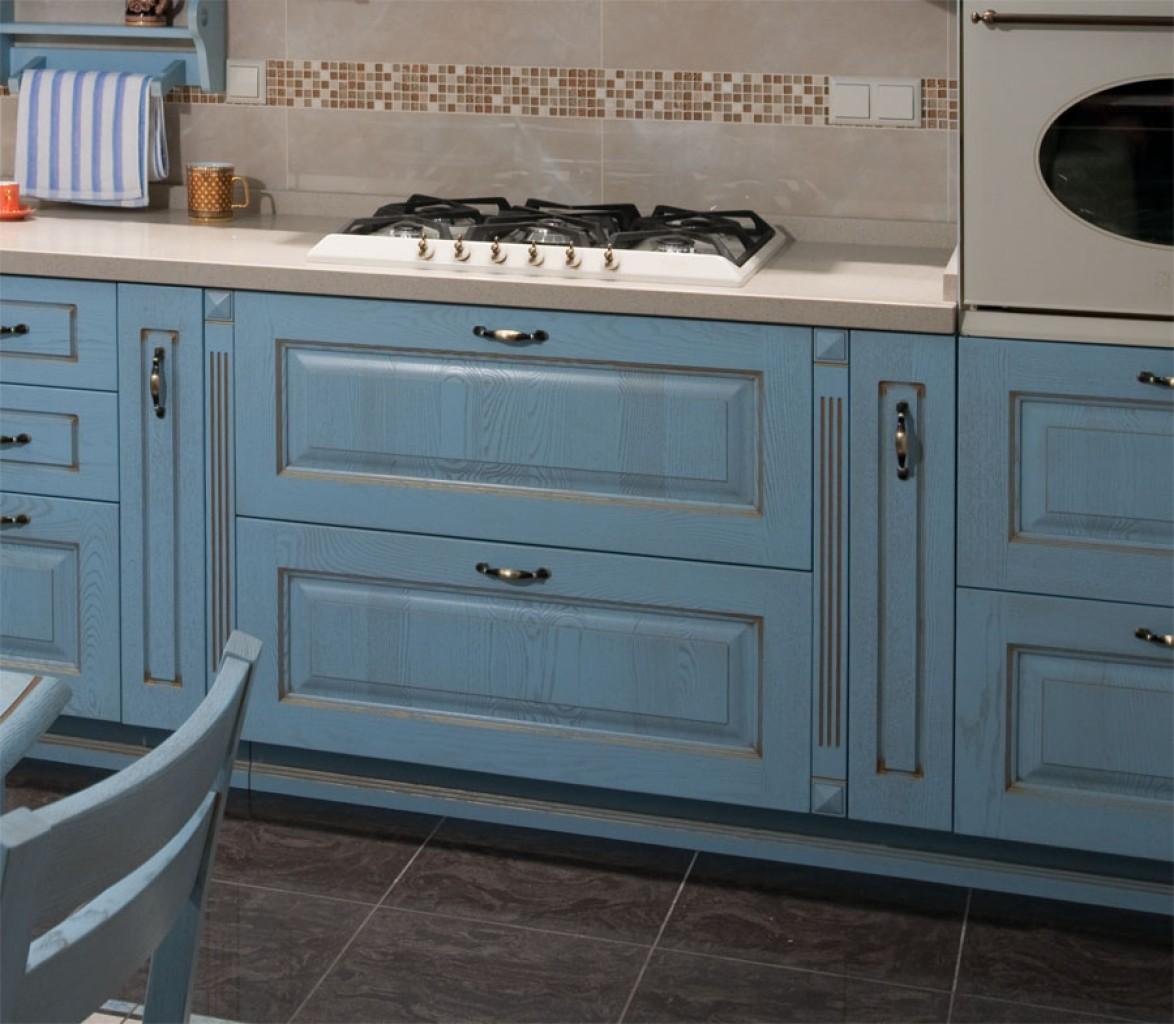 Бежево-голубой кухонный гарнитур