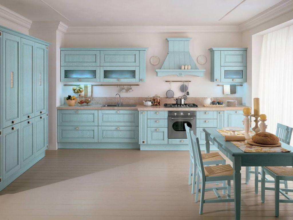 Голубой, бежевый и белый цвета в интерьере кухни