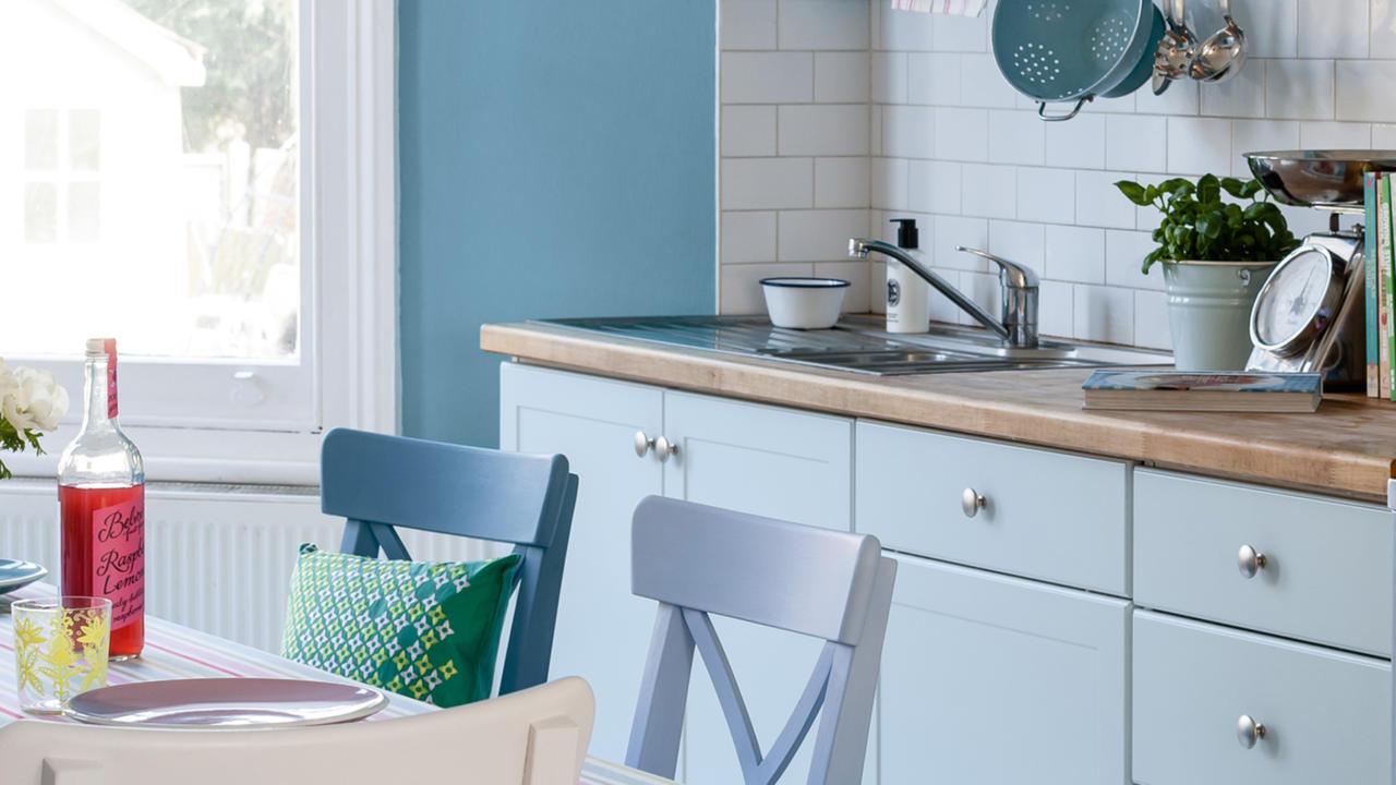 Пастельно-голубой фасад кухонного гарнитура