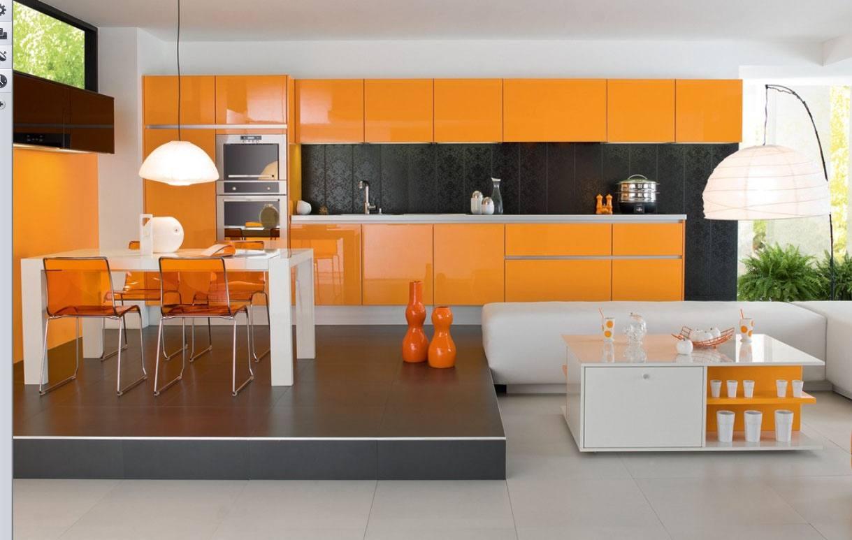 Черный, белый и оранжевый цвета в интерьере кухни с подиумом
