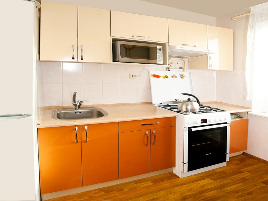 Кремово-оранжевый кухонный гарнитур