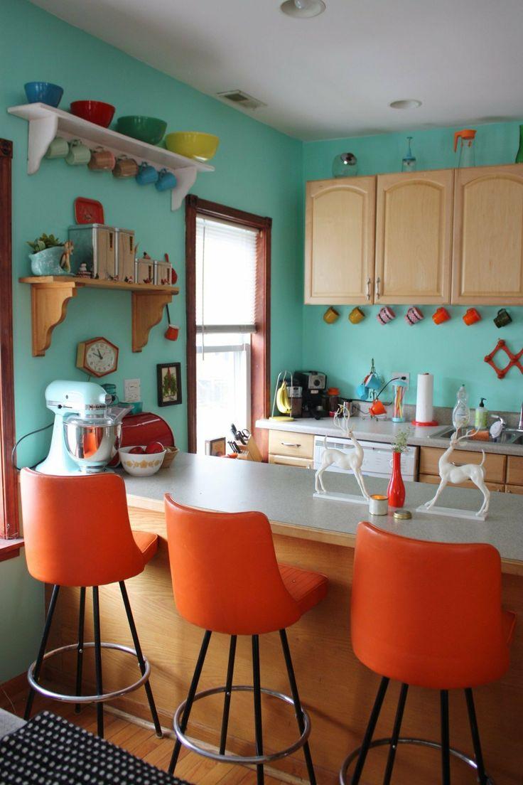 Бирюзово-оранжевые акценты на кухне