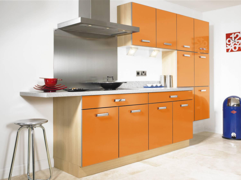 Оранжевый кухонный гарнитур в интерьере