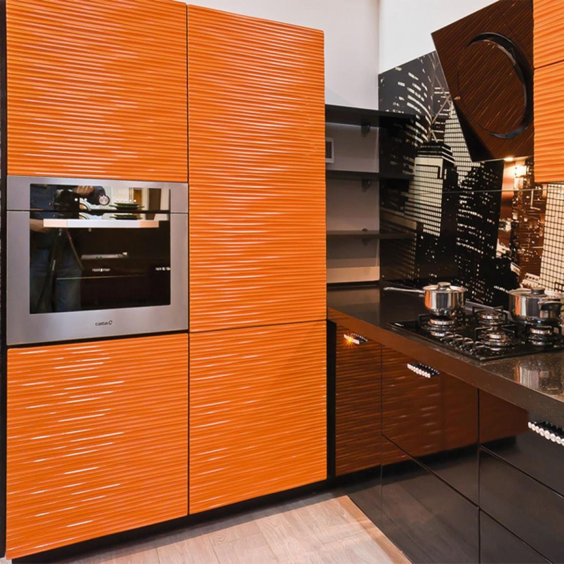 Черно-оранжевый кухонный гарнитур