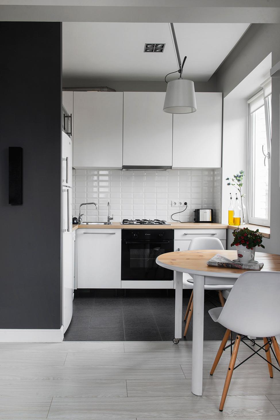 Маленькая кухня без штор в стиле лофт