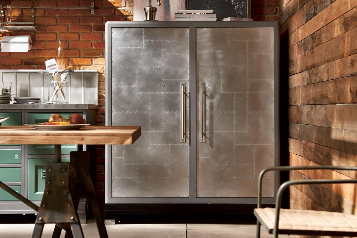 Металлический кухонный шкаф в стиле лофт