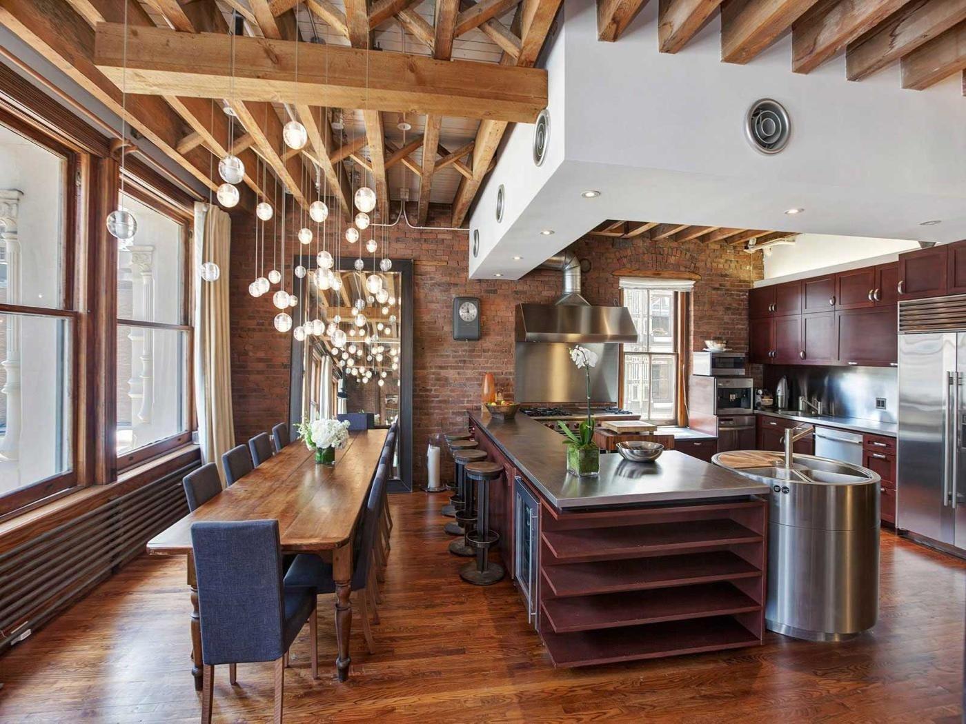 Красивая большая кухня в стиле лофт