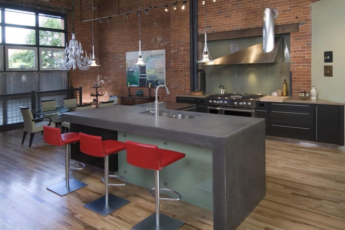 Стильная кухня с островом в квартире-студии