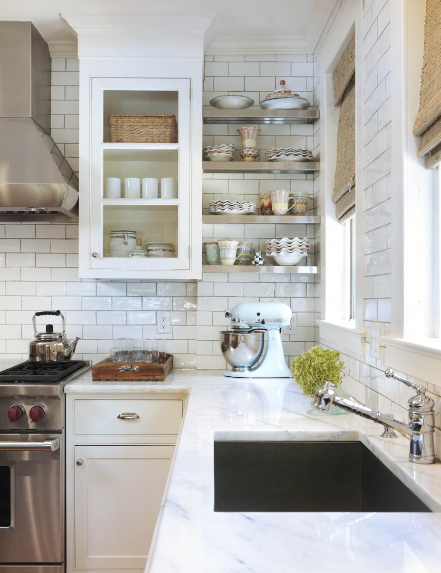 Римские шторы на светлой кухне в стиле лофт