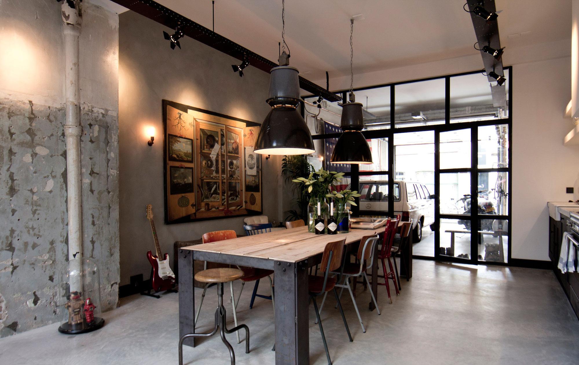 Черно-коричневая мебель в стиле лофт
