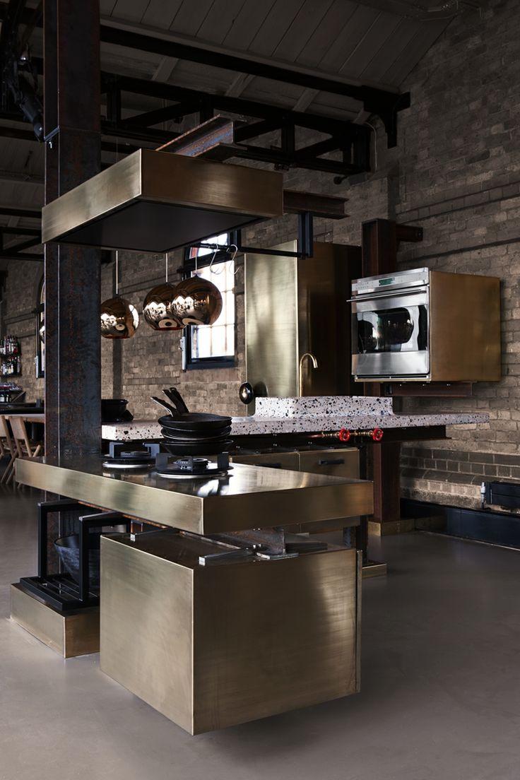 Бронзово-серая кухня в стиле лофт