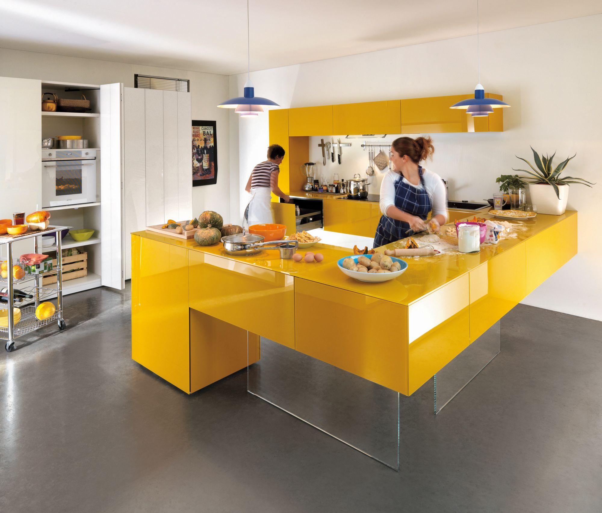 Современная глянцевая желтая кухня