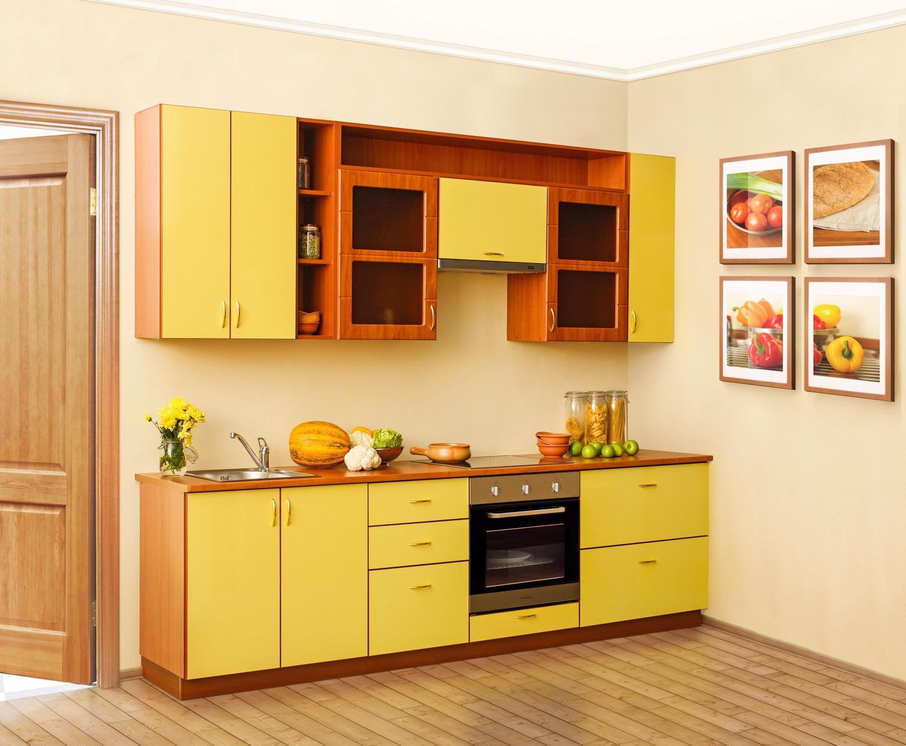 Желто-коричневый кухонный гарнитур