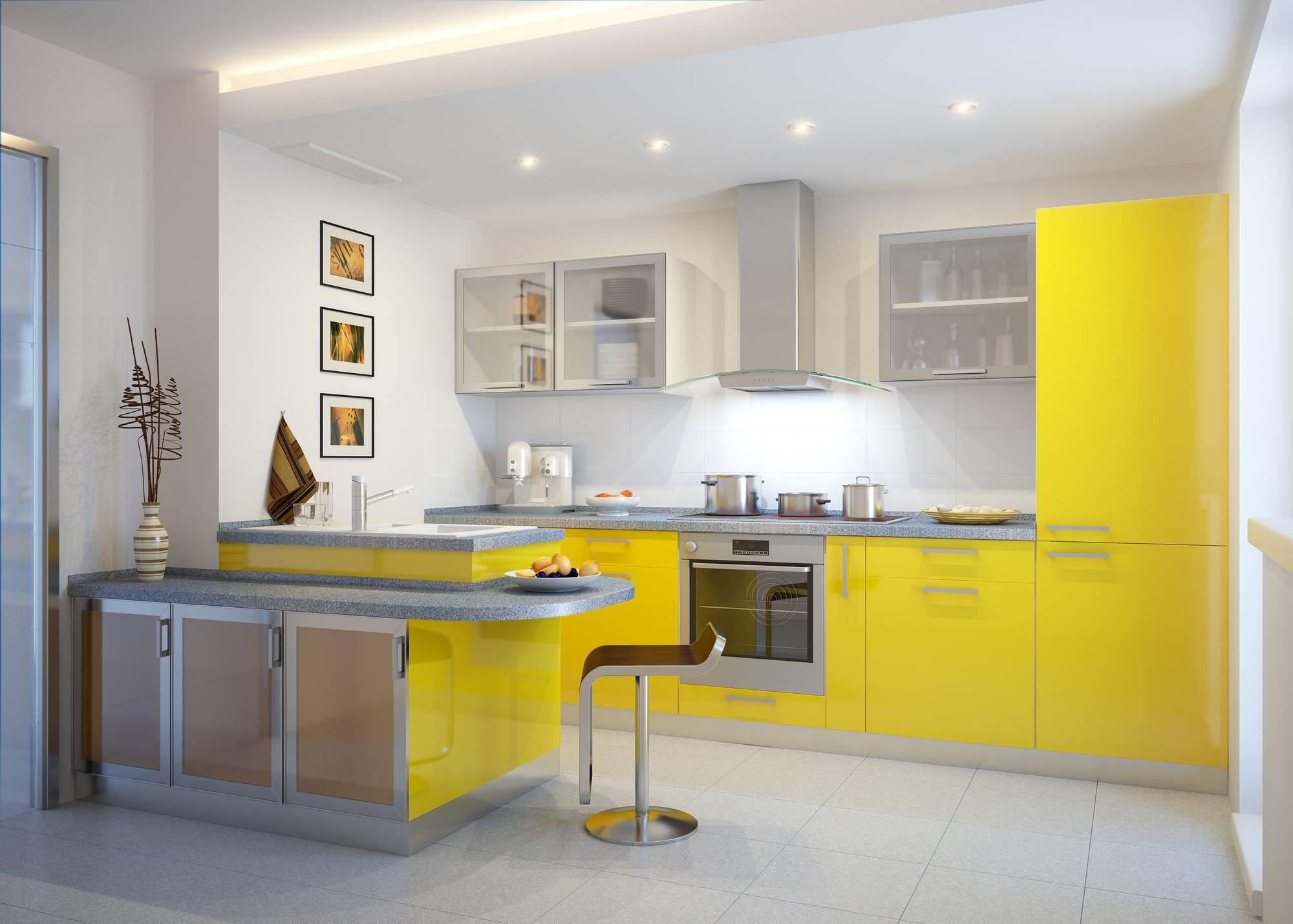 Бело-желтая кухня с полуостровом