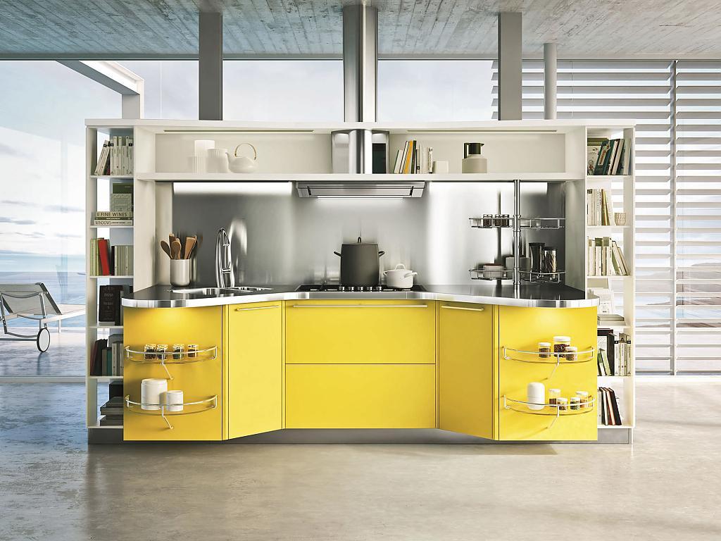 Небольшой кухонный гарнитур с желтым фасадом