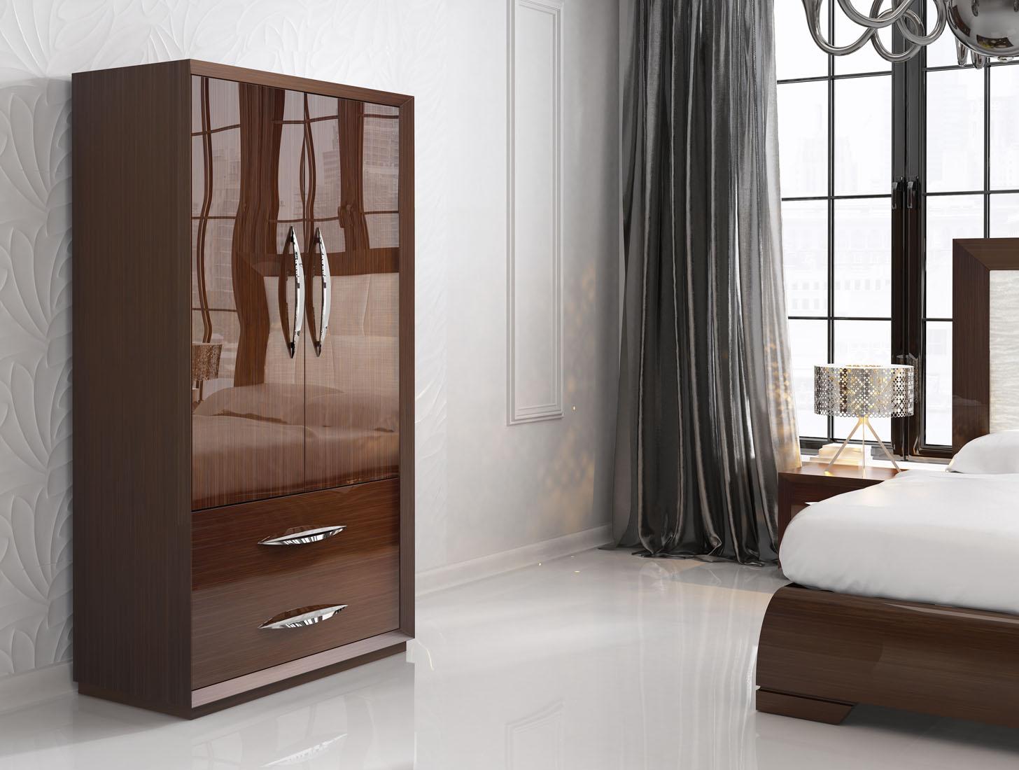 Лакированная мебель цвета орех