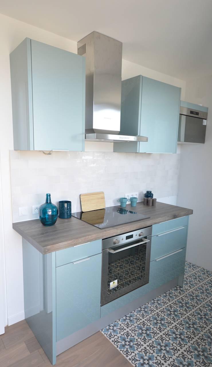 Кухня в голубых тонах маленькая