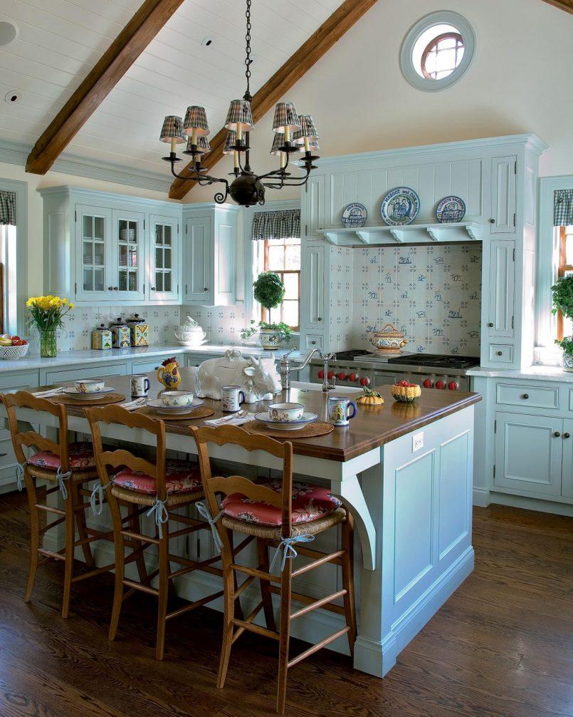 Кухня в голубых тонах из массива
