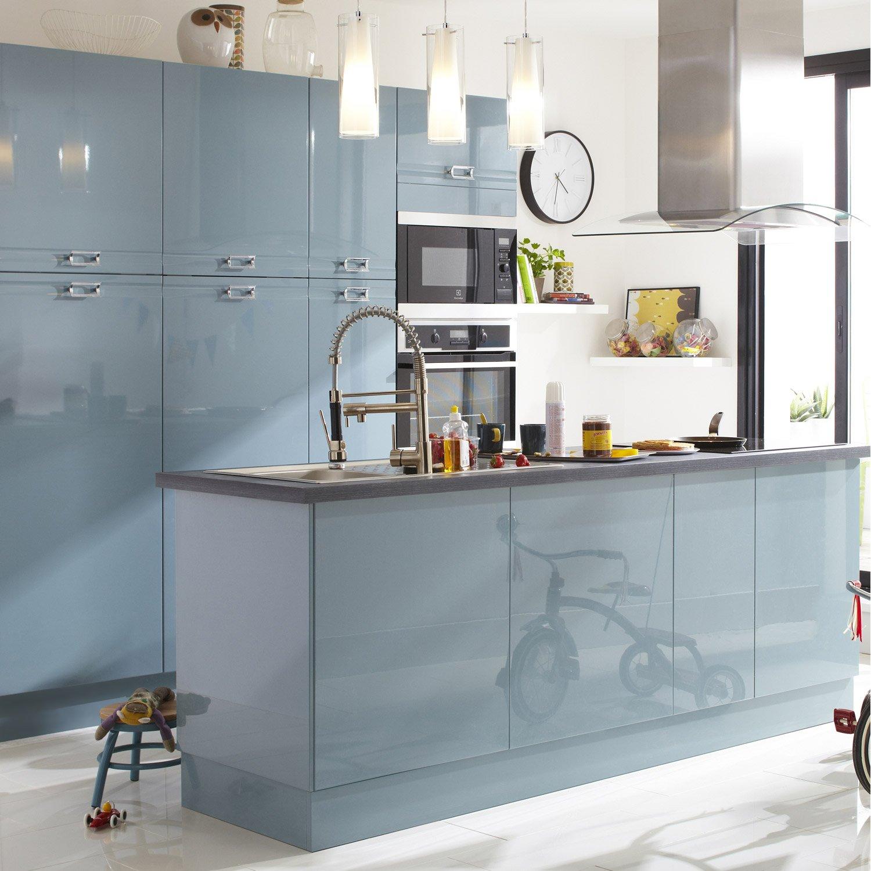 Кухня в голубых тонах с мебелью