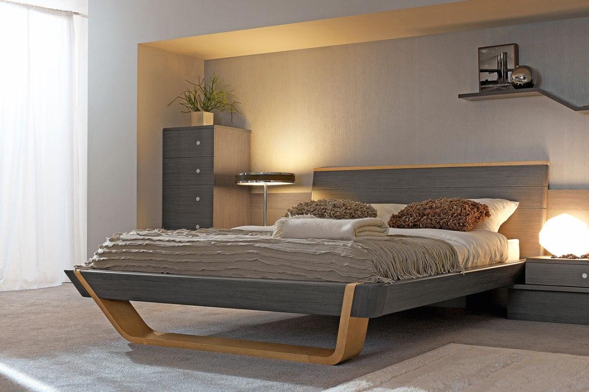 Серо-бежевая мебель из бука в спальне