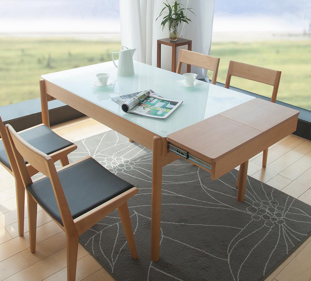 Обеденный стол и стулья из бука и стекла