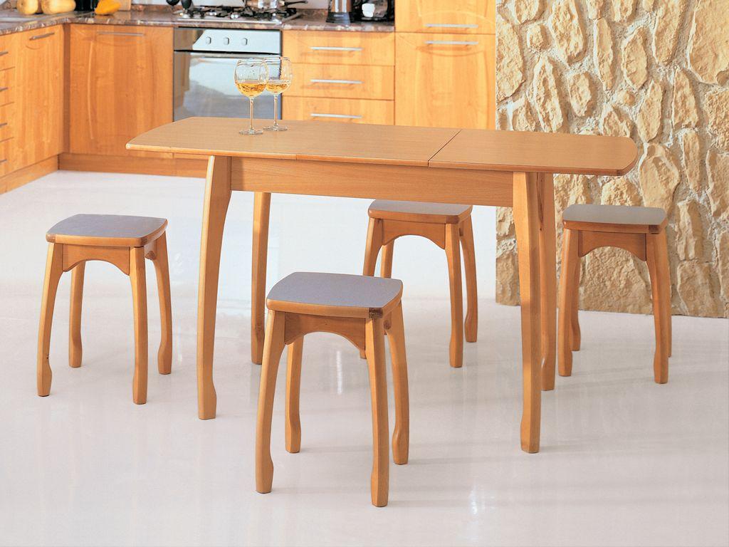 Обеденный стол и табуреты из бука