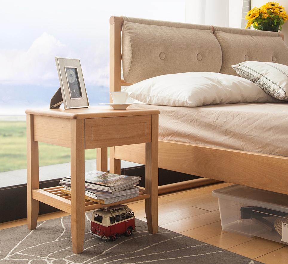 Кровать и прикроватная тумба из бука