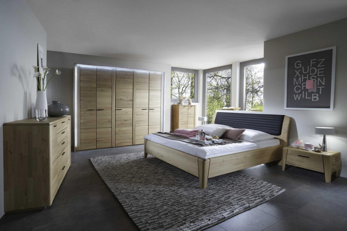 Серая мебель из дуба в спальне