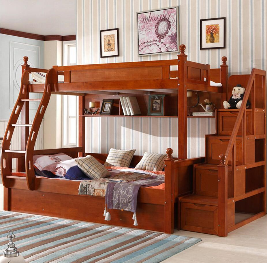 Яркая коричневая мебель из дуба в детской