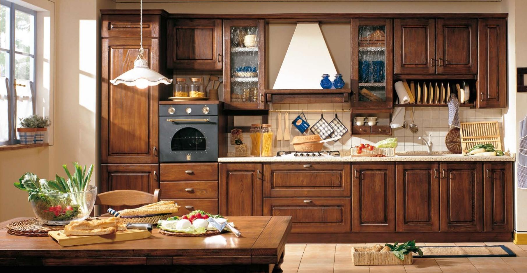 Красивый кухонный гарнитур из дуба