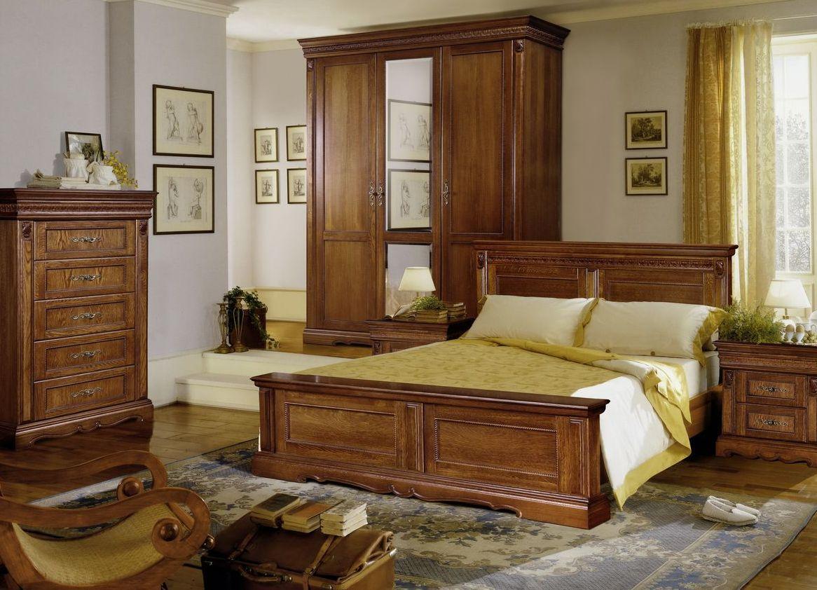 Коричневый комплект мебели из дуба в спальне